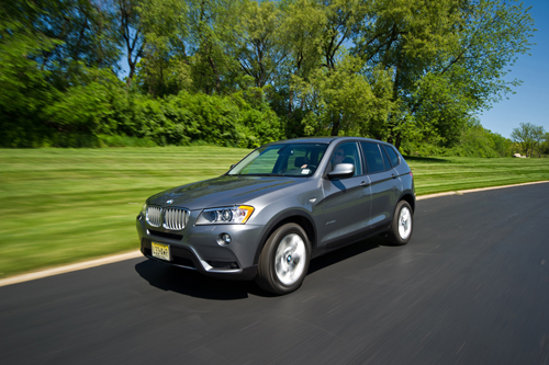 BMW X3 Front three quarters moving picture