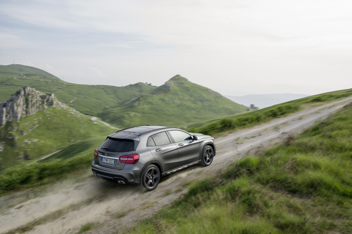 Preview 2015 mercedes benz gla class winding road for Mercedes benz 2015 gla