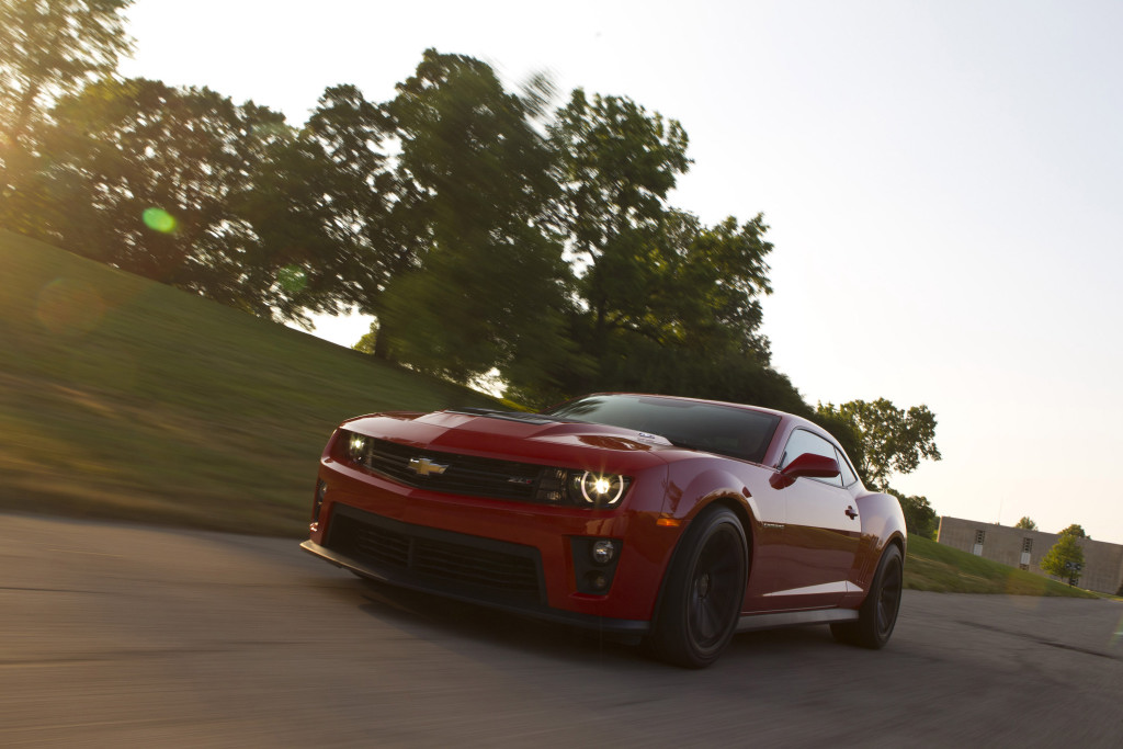 Chevrolet Camaro ZL1 front three-quarter picture