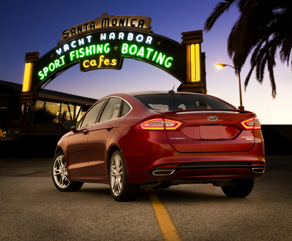 2013 ford fusion rear picture