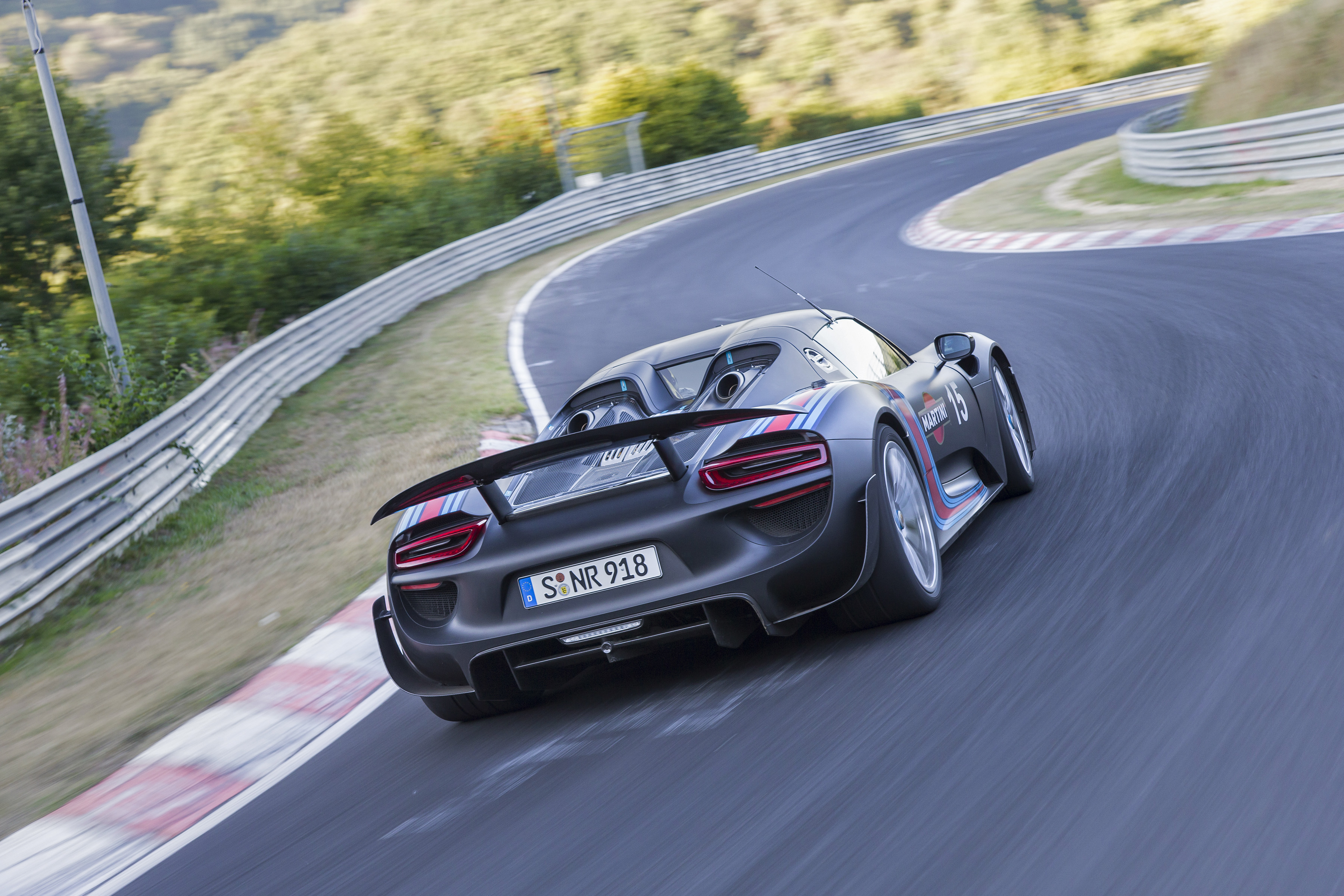 Video: Porsche 918 Sets Nürburgring Record - Winding Road