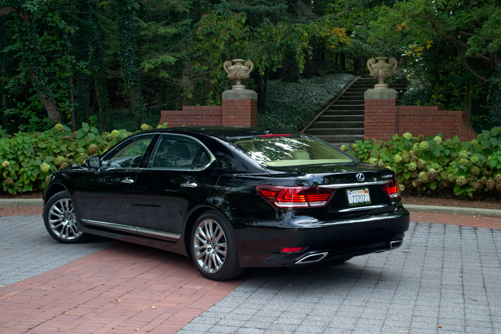 Driven 2013 Lexus Ls460l Awd Winding Road