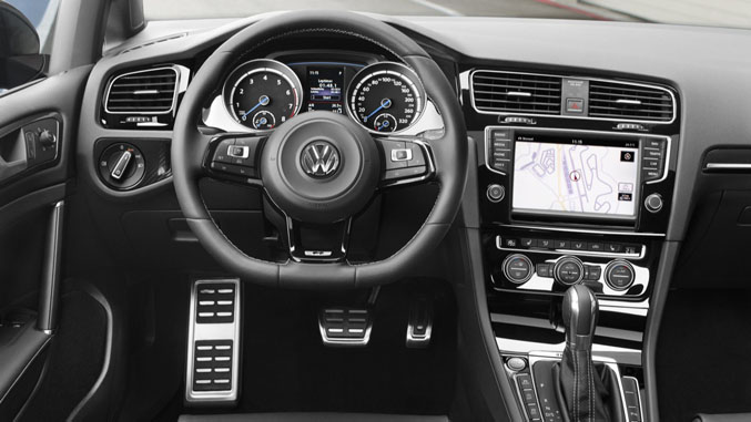 Overview: 2015 Volkswagen Golf R - Winding Road
